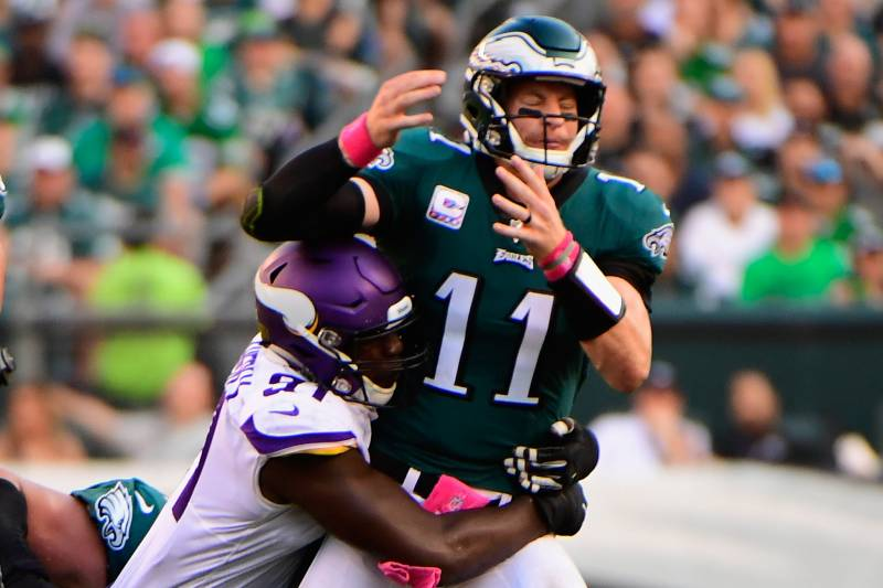 395256735c6 PHILADELPHIA, PA - OCTOBER 07: Quarterback Carson Wentz #11 of the  Philadelphia Eagles