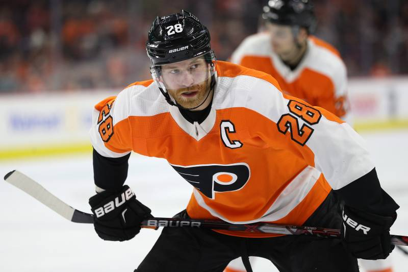 e8113004915 PHILADELPHIA, PA - MARCH 15: Claude Giroux #28 of the Philadelphia Flyers  looks