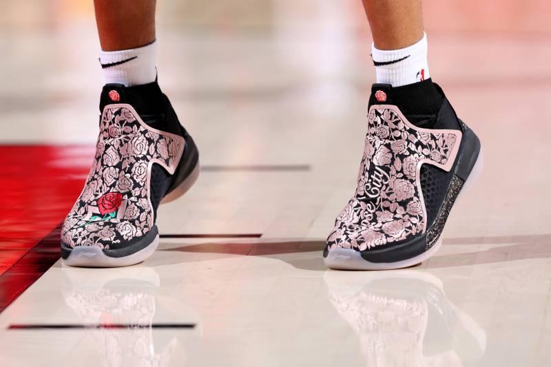 ebdbf449a26 B R Kicks X NBA Nightly  LeBron in Nike LeBron 16
