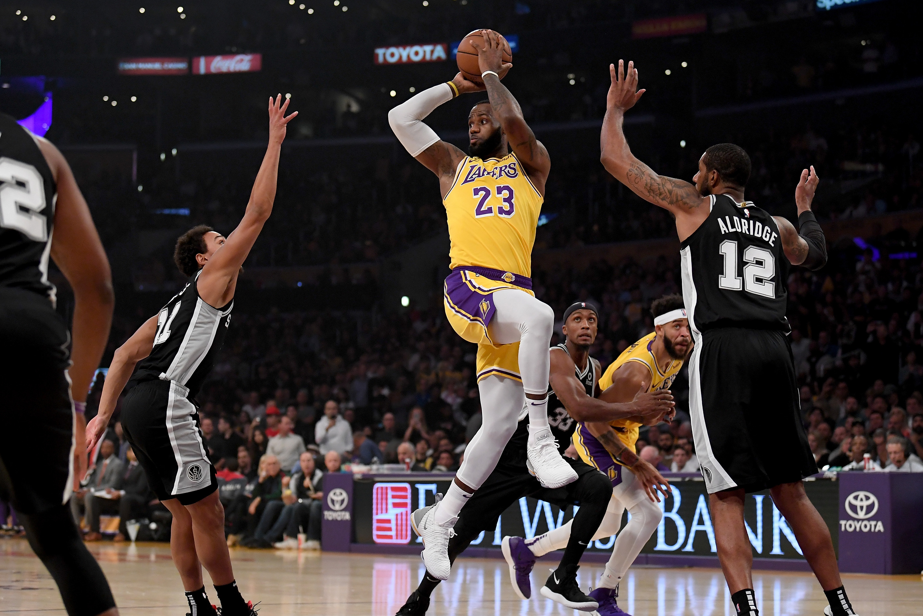 timeless design 87cfe dbe2d Patty Mills' Last-Second Shot Gives Spurs Win vs. LeBron ...