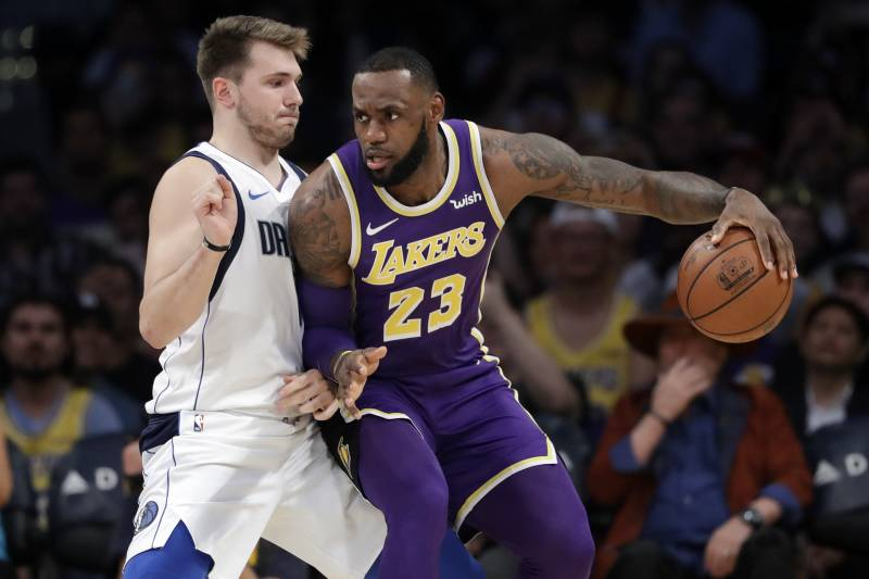 d3fe9686f87 LeBron James Outshines Struggling Luka Doncic as Lakers Beat Mavericks