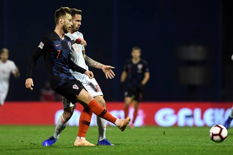 e269818b9 Croatia s midfielder Ivan Rakitic (L) vies with Spain s midfielder Saul  Niguez during the UEFA