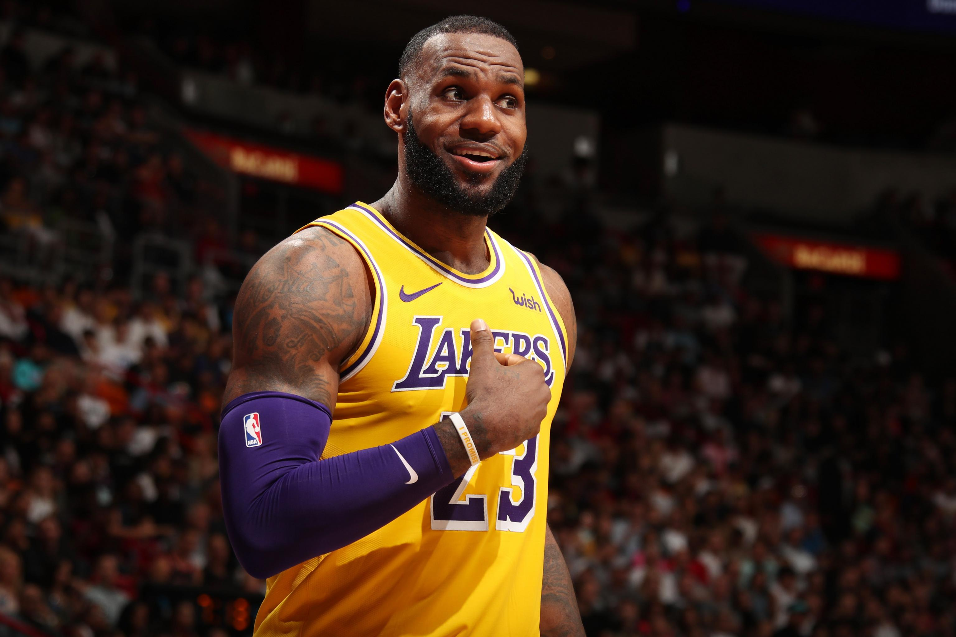 70a27b701b1f LeBron James Explodes for 51 Points as Lakers Cruise Past Heat ...