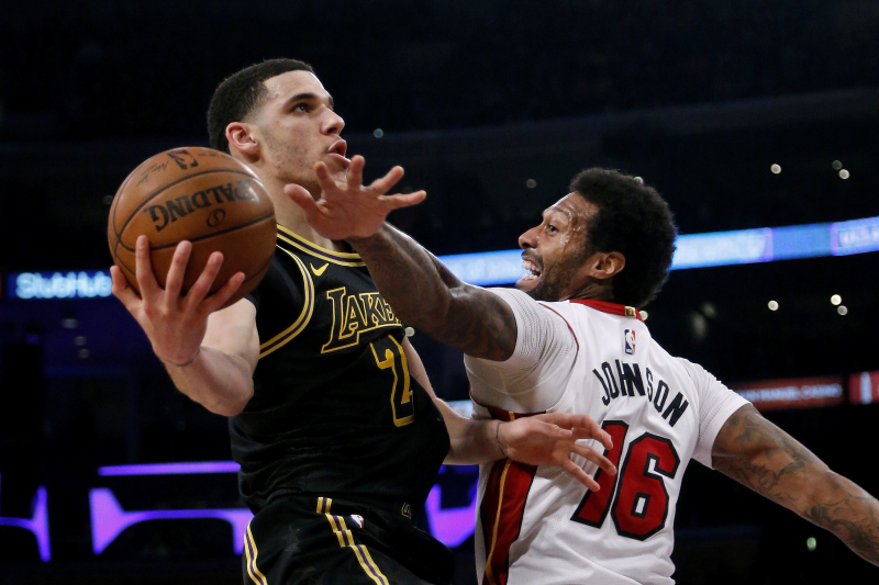 LeBron Sees Greatness for Lonzo Ball, but Lakers Need PG to Improve Now