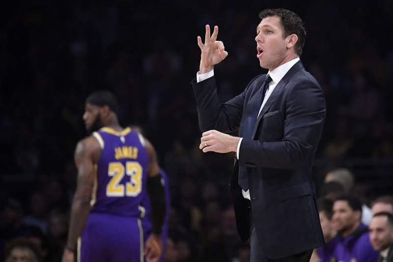 4e782d6b751 Lakers Rumors: LeBron James Ignoring Luke Walton's Play Calls When Running  PG