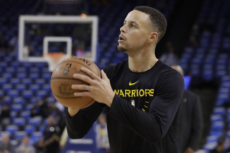 Golden State Warriors guard Stephen Curry warms up before an NBA basketball game between the Warriors and the Oklahoma City Thunder in Oakland, Calif., Wednesday, Nov. 21, 2018. (AP Photo/Jeff Chiu)