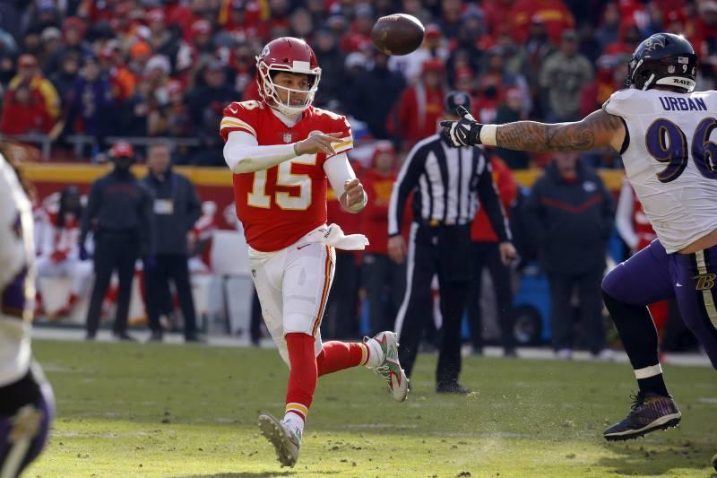 new product 7e6f8 a1141 Kansas City Chiefs quarterback Patrick Mahomes (15) throws on the run past  Baltimore Ravens