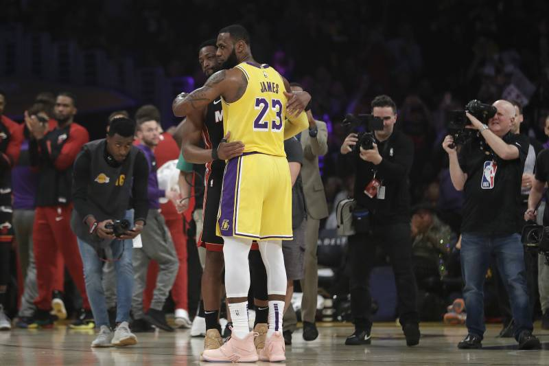 520c09e1cc2b Los Angeles Lakers forward LeBron James (23) hugs ex teammate and current Miami  Heat