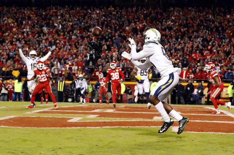KANSAS CITY, MISSOURI - DECEMBER 13:  Wide receiver Mike Williams #81 of the Los Angeles Chargers catches a two-point conversion with 4 seconds remaining in the game to put the Chargers up 29-28 on the Kansas City Chiefs at Arrowhead Stadium on December 13, 2018 in Kansas City, Missouri. (Photo by David Eulitt/Getty Images)
