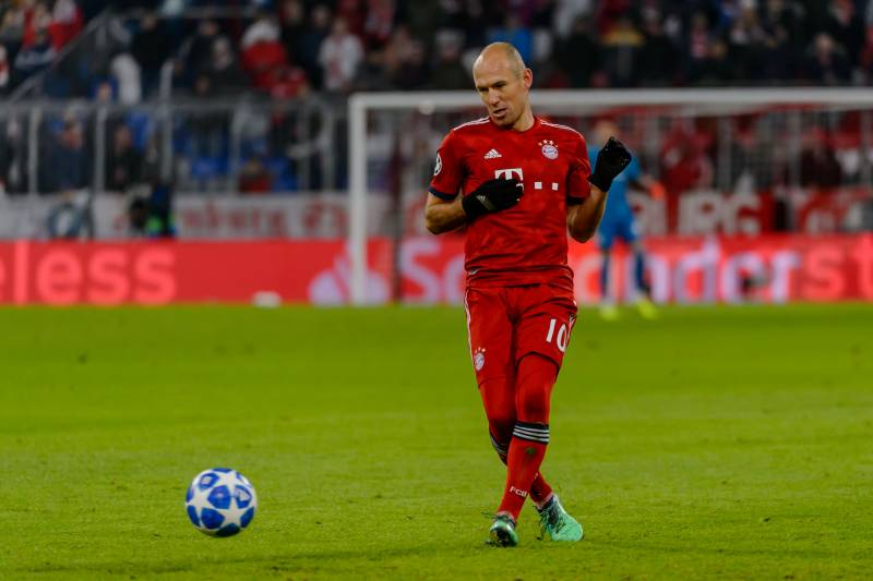 b7af6ea75ca MUNICH, GERMANY - NOVEMBER 27: Arjen Robben of Bayern Muenchen controls the  ball during