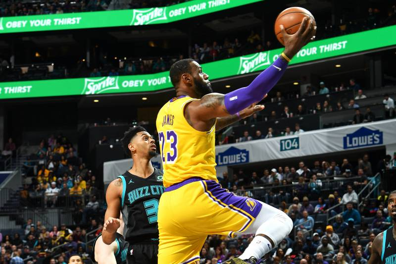 35e42487 CHARLOTTE, NC - DECEMBER 15: LeBron James #23 of the Los Angeles Lakers
