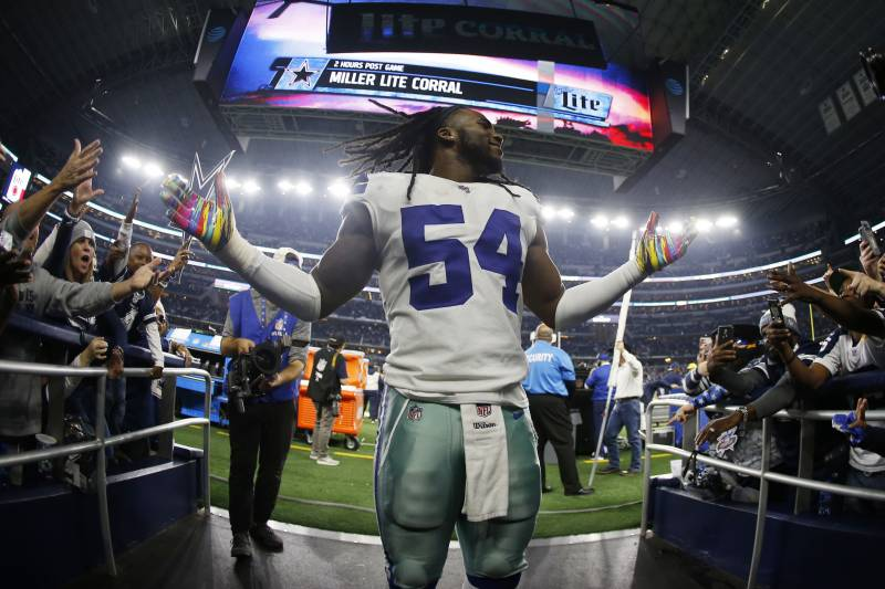 0d42e7cc4 Dallas Cowboys middle linebacker Jaylon Smith (54) walks off of the field  following an