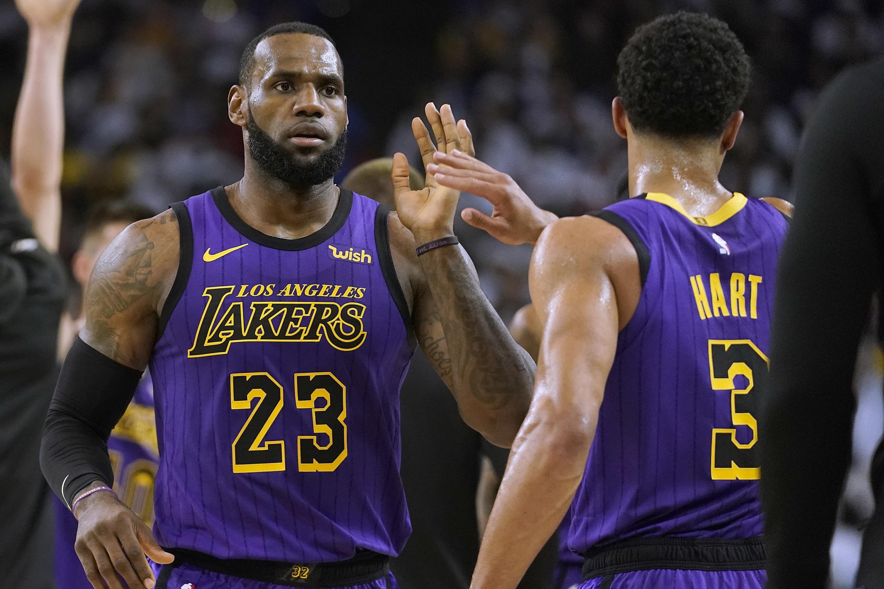 online retailer d7271 ea044 Lakers Crush Struggling Stephen Curry, Warriors Despite ...