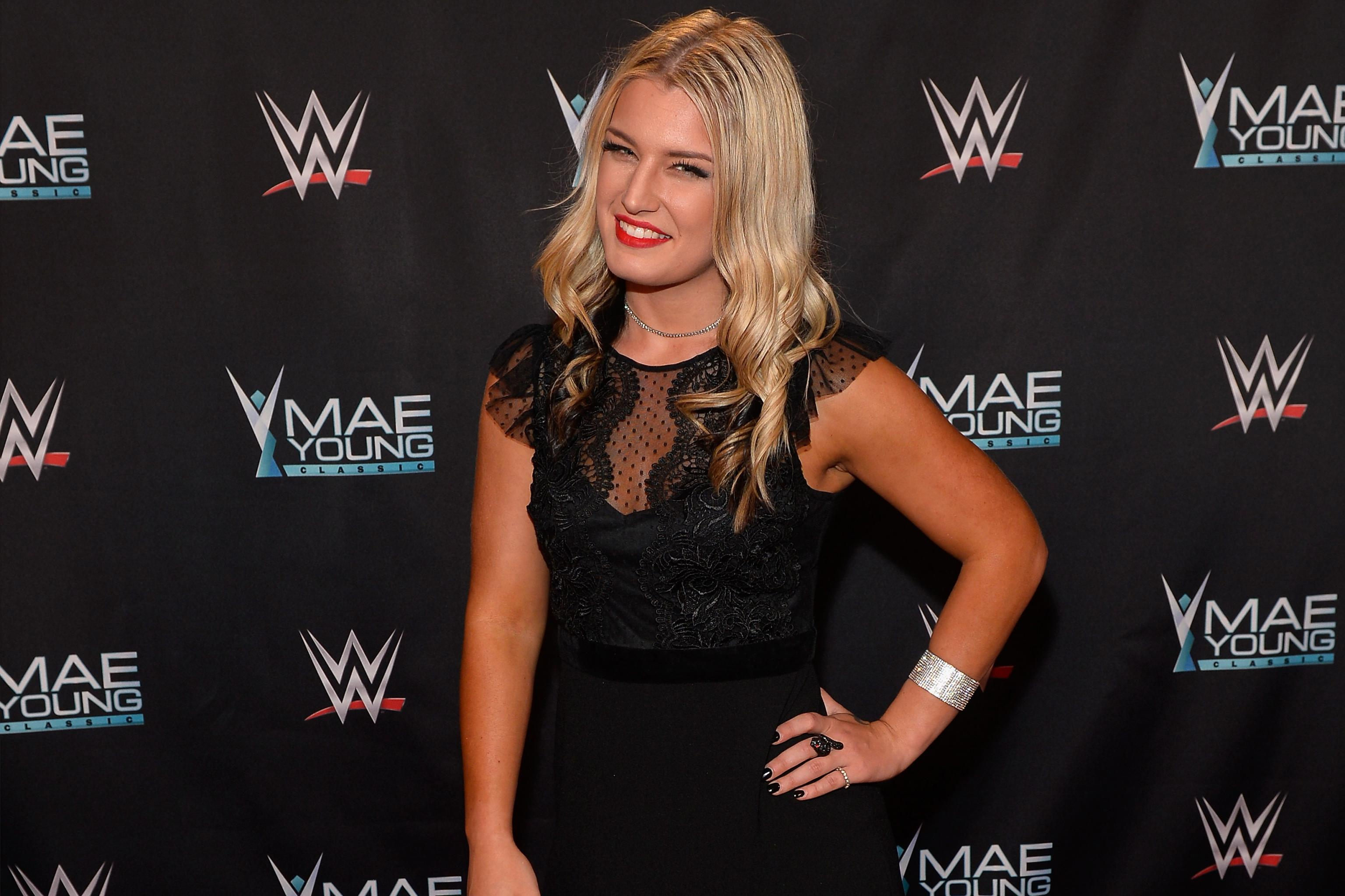 Nackt  Toni Storm Australian WWE