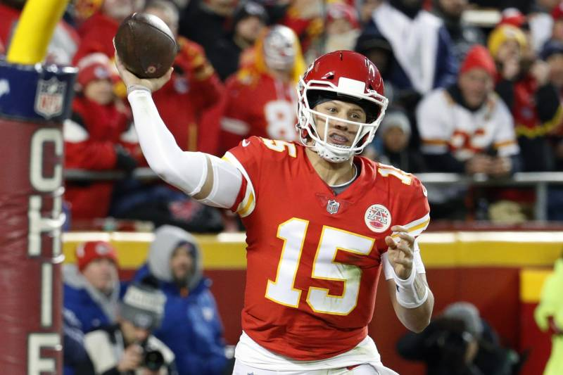 1dd2db22b36487 Kansas City Chiefs quarterback Patrick Mahomes (15) throws a touchdown pass  to wide receiver