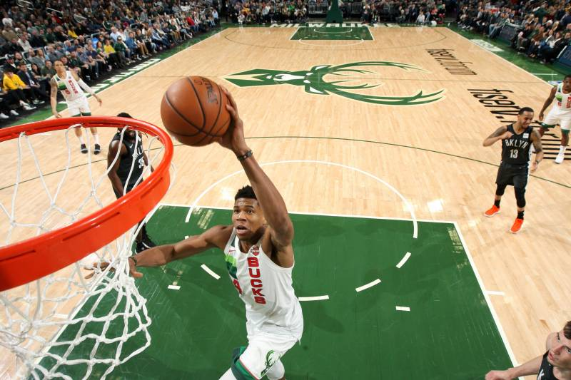 7cc4b3dd4f48 Giannis Gets  Awesome Dunks