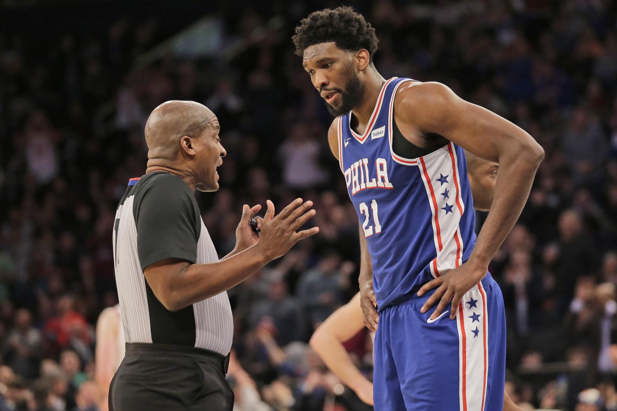 Cuộc chiến giữa cầu thủ, HLV và các trọng tài NBA đang dần ra khỏi tầm kiểm soát