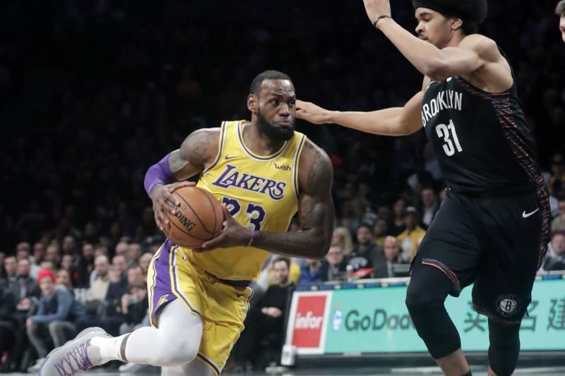 Los Angeles Lakers  LeBron James (23) drives past Brooklyn Nets  Jarrett  Allen 75e0d0ff7