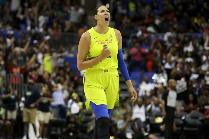 Liz Cambage Requests Trade from Dallas Wings