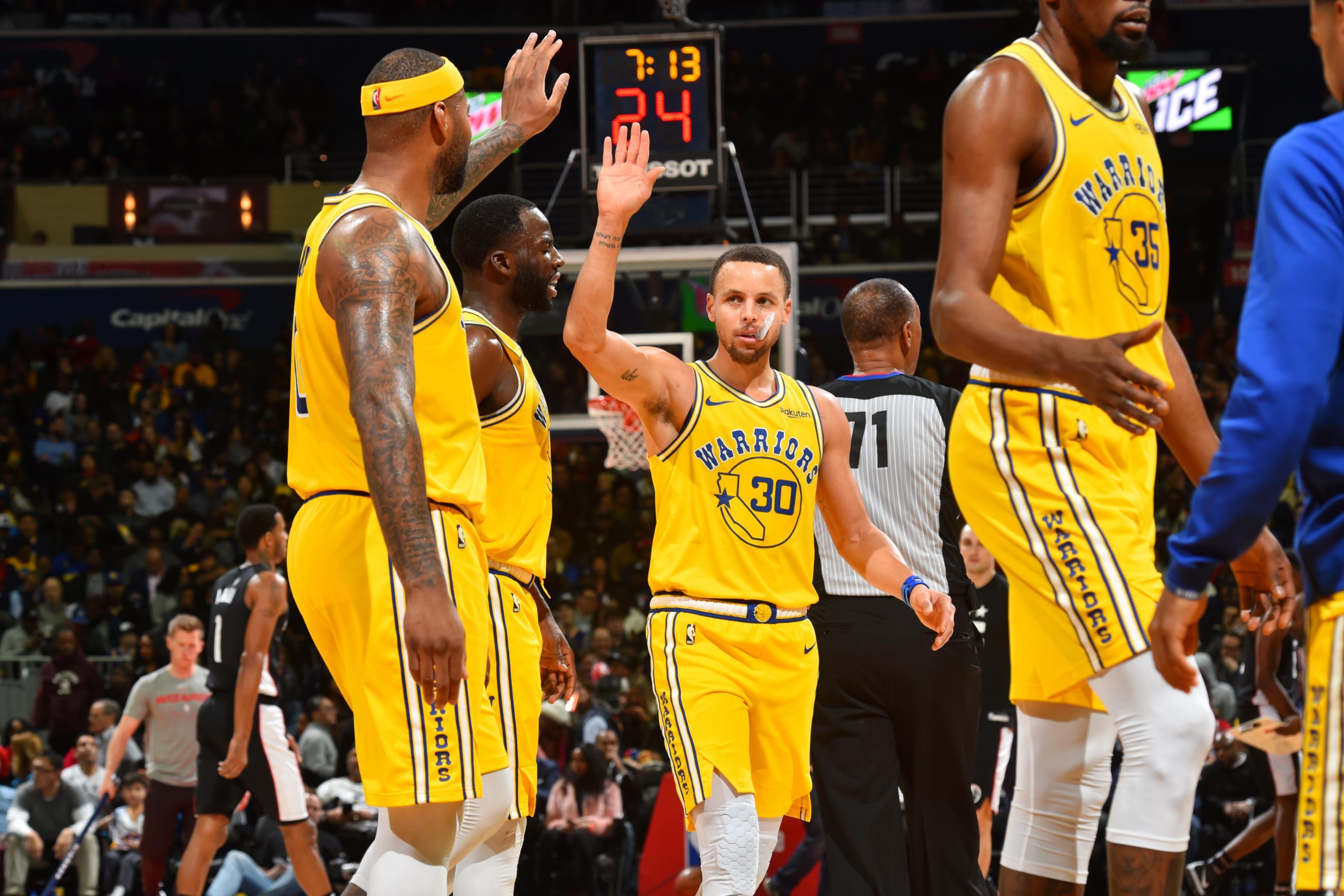 076de1dc816 Stephen Curry Drops 38 as Kevin Durant