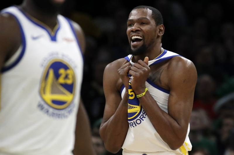 de136d84714a Golden State Warriors forward Kevin Durant (35) celebrates in the final  seconds of an