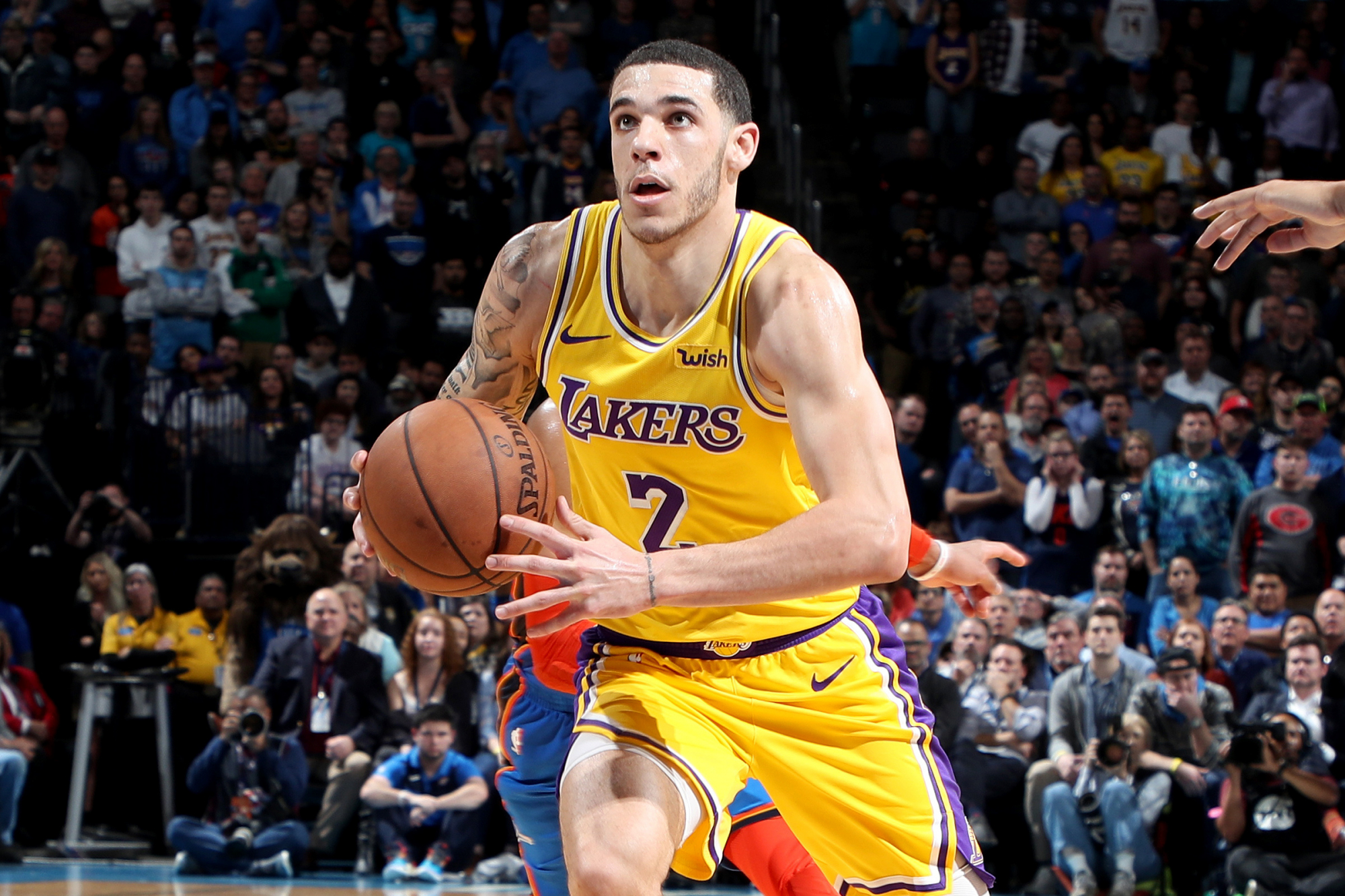 Lonzo Ball gặp thêm vấn đề về xương, Los Angeles Lakers khó khăn chồng chất