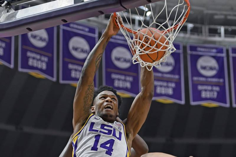 No  5 Tennessee Upset by No  13 LSU in OT After Foul Call