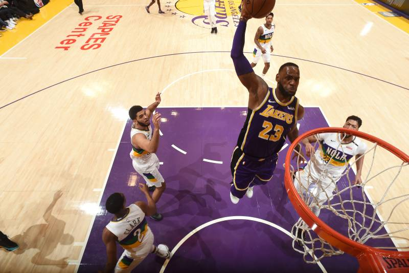 e74328ca6008 LeBron James Outduels Anthony Davis as Lakers Get Crucial Win vs. Pelicans