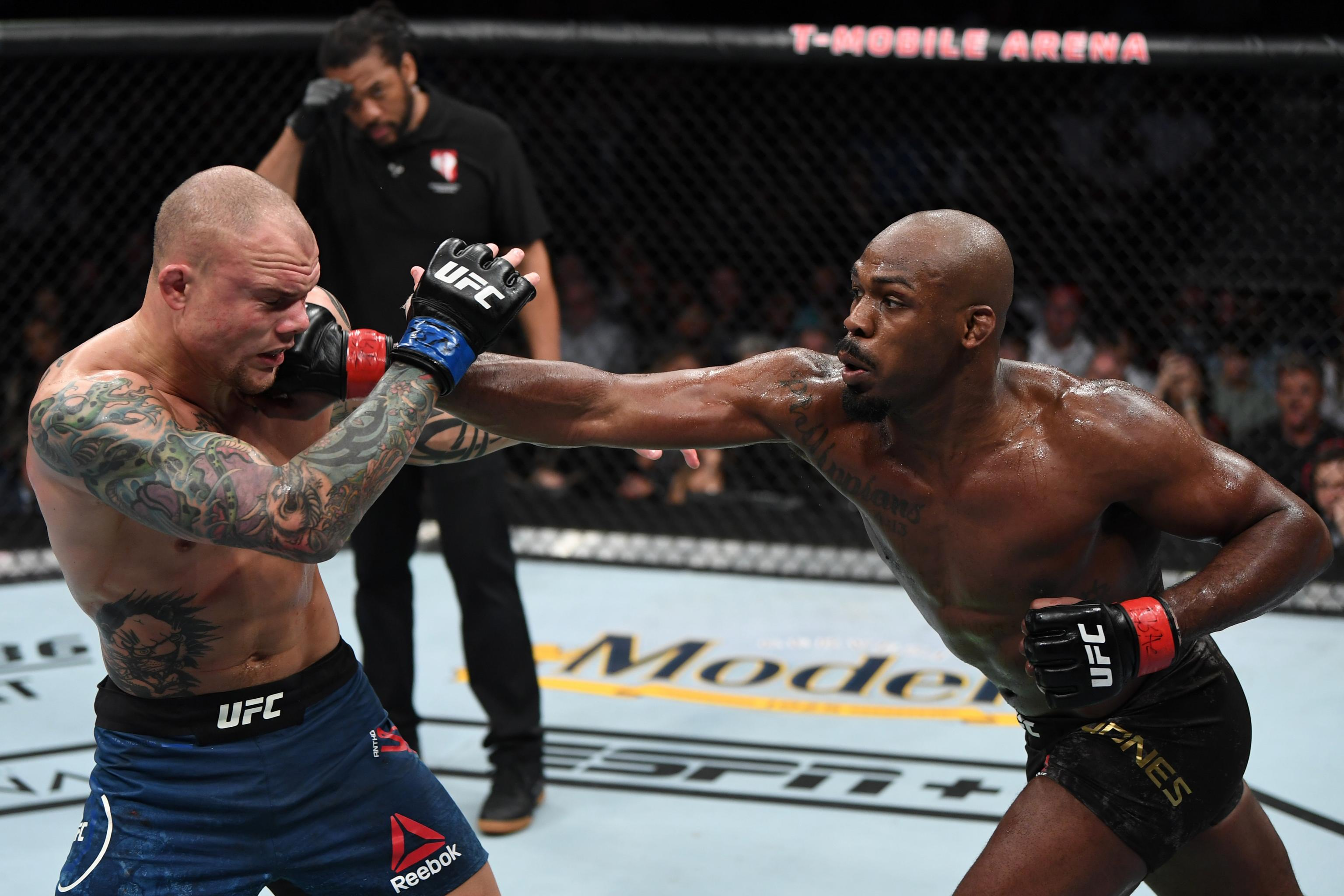 Jon Jones Beats Anthony Smith by Decision to Retain Title at UFC 235