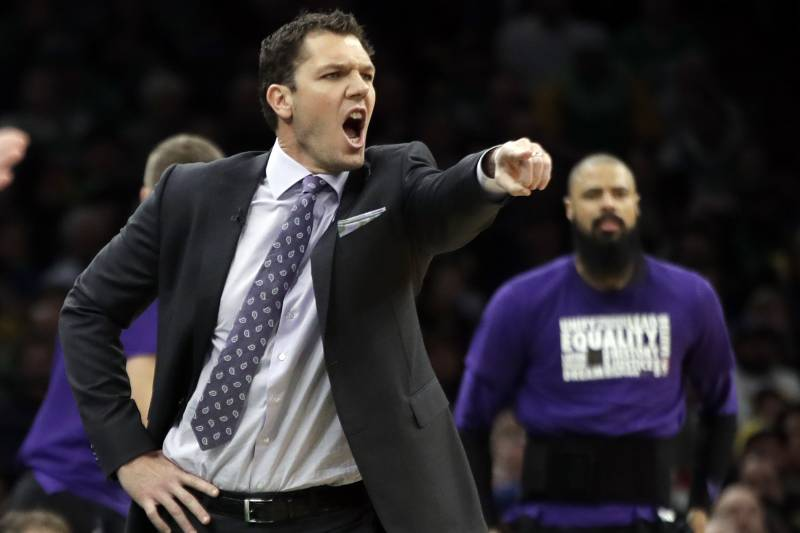3a8dac46fd6 Los Angeles Lakers head coach Luke Walton instructs his players in the  first quarter of an