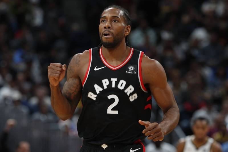 sale retailer 61d30 2d678 Kawhi Leonard Reportedly Doesn't Want to Join Lakers, Play ...