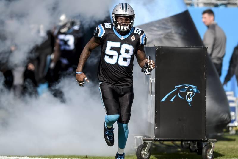 a44b0692113 Carolina Panthers outside linebacker Thomas Davis (58) runs onto the field  before the start