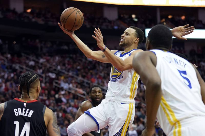 ff4a7f1d8a17 Stephen Curry Leads Warriors Past James Harden