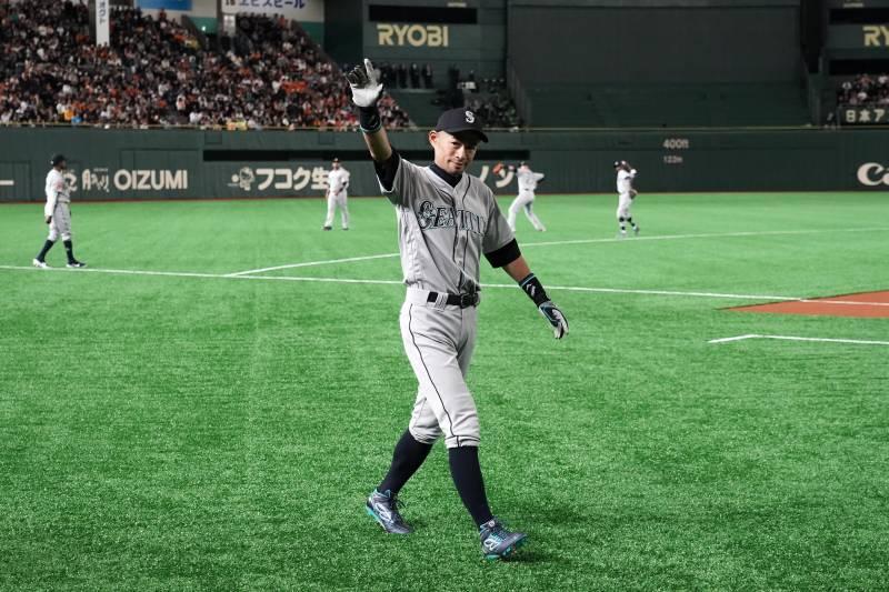 30b273f330 TOKYO, JAPAN - MARCH 17: Outfielder Ichiro Suzuki #51 of the Seattle  Mariners