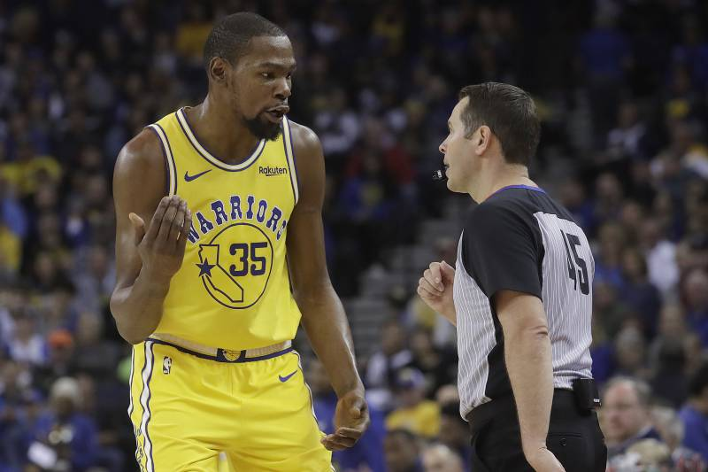 d019b72dc4f Golden State Warriors forward Kevin Durant (35) talks with referee Brian  Forte during the
