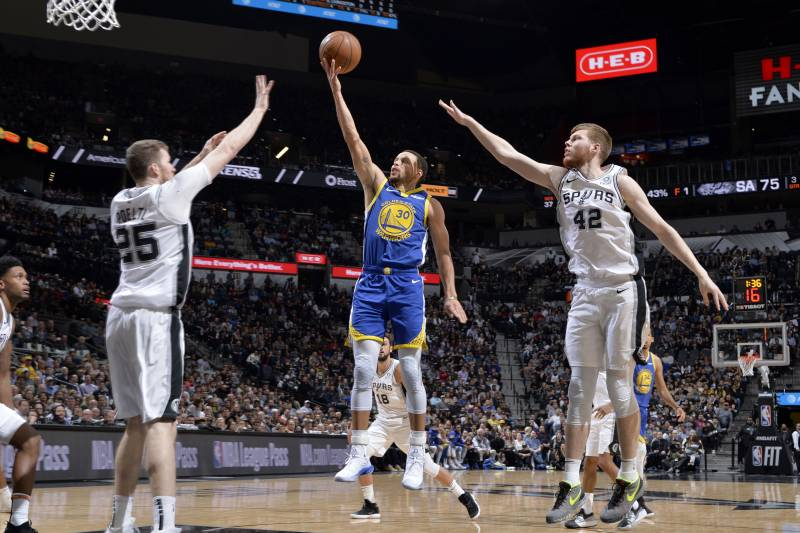 SAN ANTONIO, TX - MARCH 18: Stephen Curry #30 of the Golden State Warriors shoots the ball during the game against the San Antonio Spurs on March 18, 2019 at the AT&T Center in San Antonio, Texas. NOTE TO USER: User expressly acknowledges and agrees that, by downloading and or using this photograph, user is consenting to the terms and conditions of the Getty Images License Agreement.
