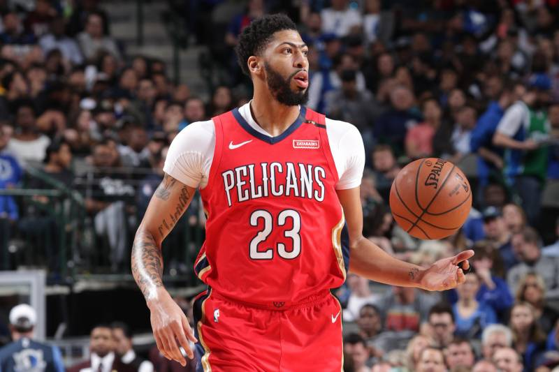 DALLAS, TX - MARCH 18: Anthony Davis #23 of the New Orleans Pelicans handles the ball against the Dallas Mavericks on March 18, 2019 at the American Airlines Center in Dallas, Texas. NOTE TO USER: User expressly acknowledges and agrees that, by downloading and or using this photograph, User is consenting to the terms and conditions of the Getty Images License Agreement.