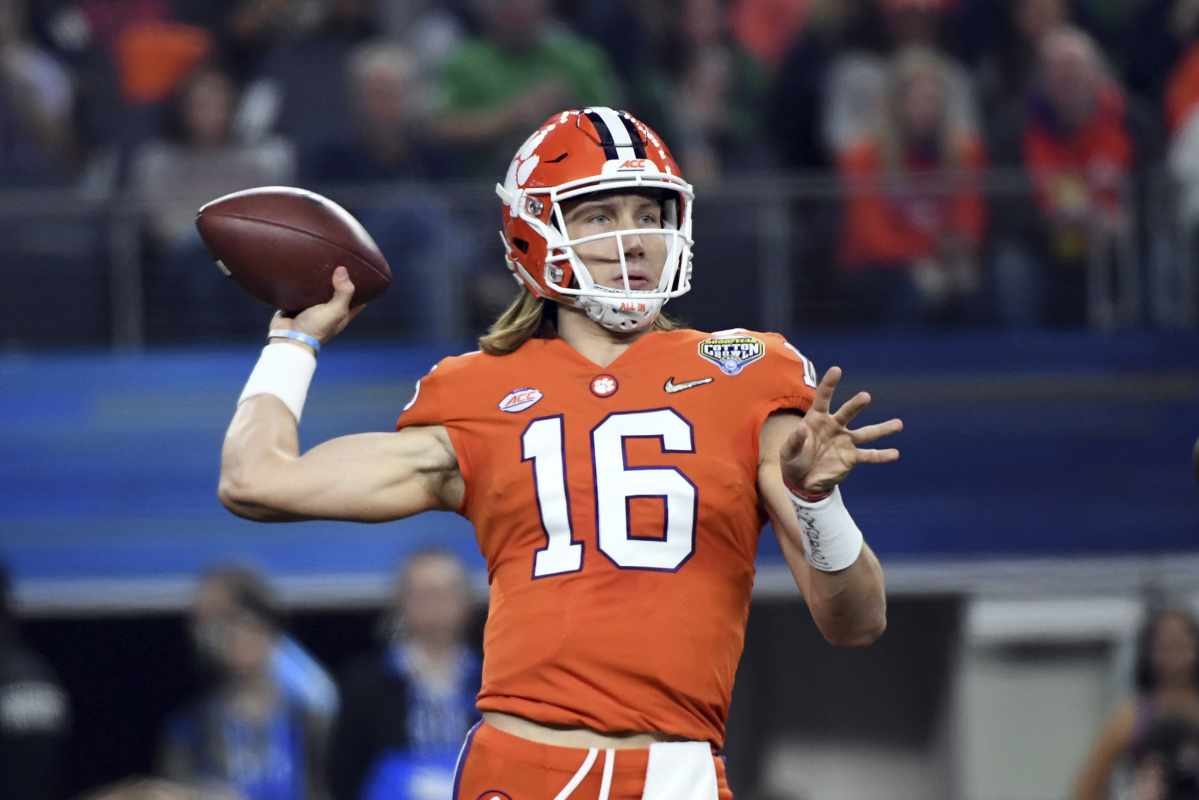 the best attitude 54a38 98daa Trevor Lawrence Stars in Orange's Loss to White in 2019 ...