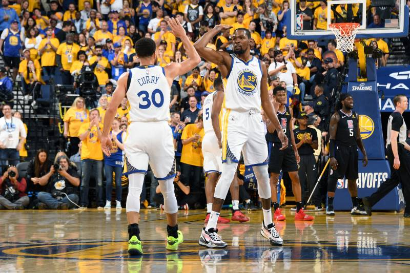 04a985d5e69b Stephen Curry Drops 38 as Kevin Durant