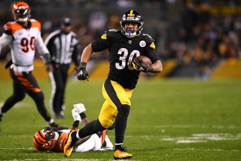 Le Veon Bell Predicts James Conner Will Score 17 Touchdowns