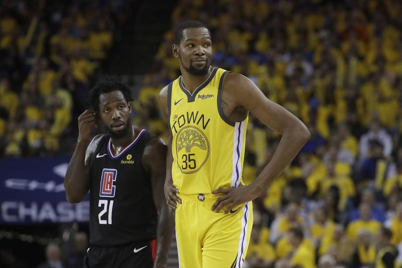 ecc2649ff9a Golden State Warriors forward Kevin Durant (35) stands next to Los Angeles  Clippers guard
