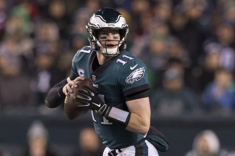 28d7db725b4 PHILADELPHIA, PA - DECEMBER 03: Carson Wentz #11 of the Philadelphia Eagles  looks