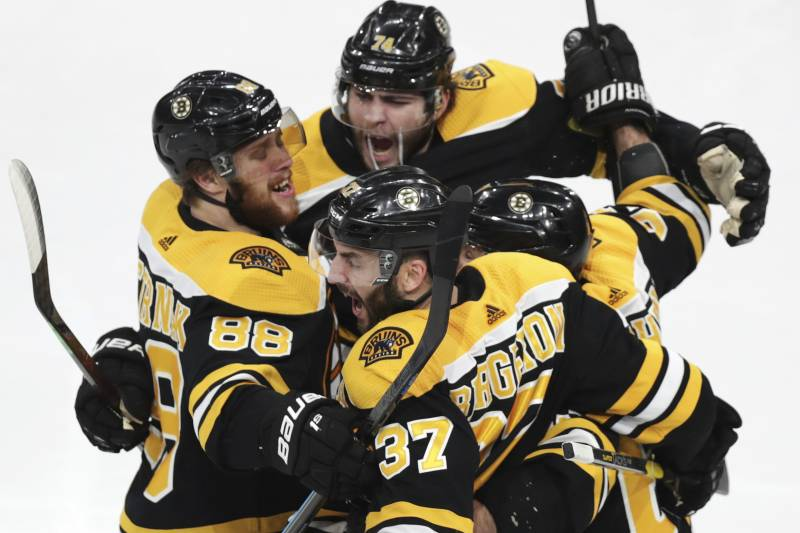 Patrice Bergeron Scores Bruins Storm Back For 5 2 Game 1 Win Over
