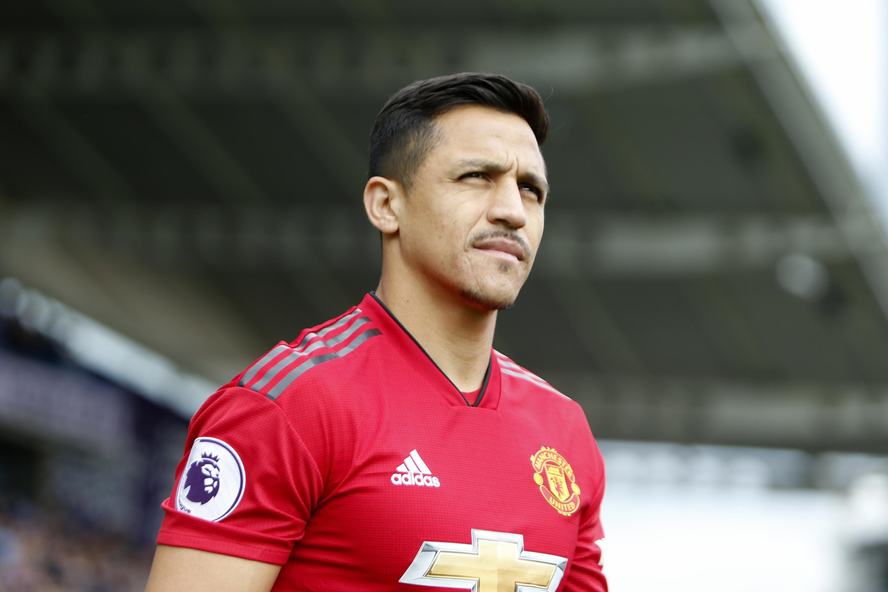 timeless design 7a675 b093f Alexis Sanchez Posts Apology to Manchester United Fans After ...