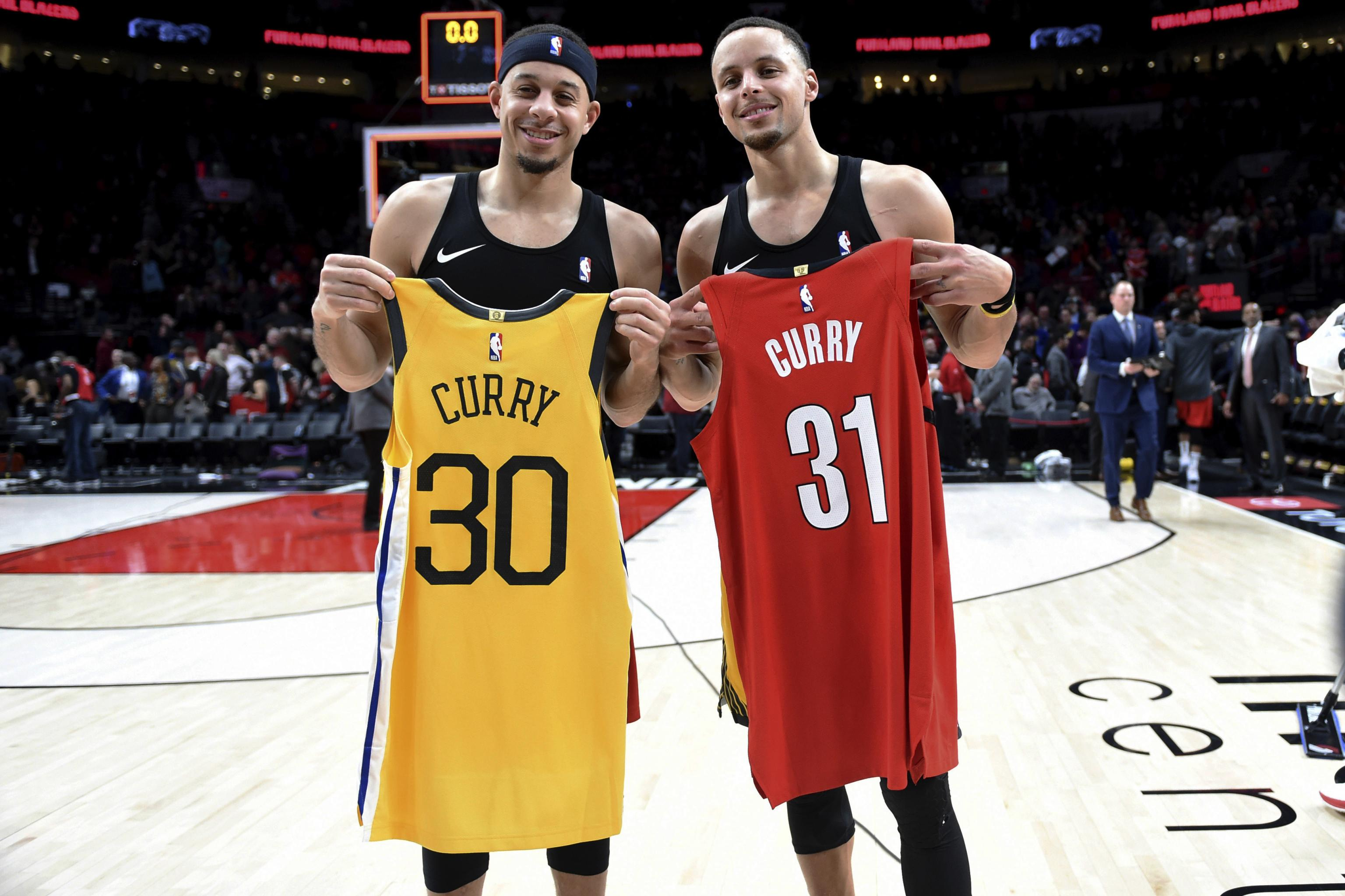 Video Watch Steph Seth Curry S Parents Flip Coin For Who To Root For In Wcf Bleacher Report Latest News Videos And Highlights
