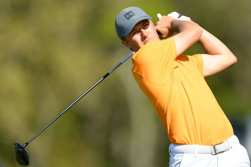 7c5f4a113c8 FARMINGDALE, NEW YORK - MAY 16: Jordan Spieth of the United States plays his