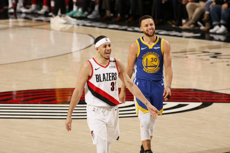 best service 49fdb d7136 Despite inspired play from his brother Seth, Steph Curry and the Warriors  have a 3