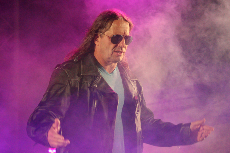 Look: Bret Hart Unveils AEW World Championship Belt at Double or Nothing