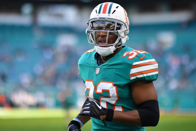 official photos 2054f 3da77 Fantasy Alert: Dolphins RB Kenyan Drake in Walking Boot ...