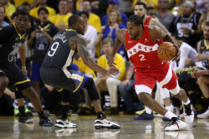 OAKLAND, CALIFORNIA - JUNE 07:  Kawhi Leonard #2 of the Toronto Raptors is defended by Andre Iguodala #9 of the Golden State Warriors in the first half during Game Four of the 2019 NBA Finals at ORACLE Arena on June 07, 2019 in Oakland, California. NOTE TO USER: User expressly acknowledges and agrees that, by downloading and or using this photograph, User is consenting to the terms and conditions of the Getty Images License Agreement. (Photo by Ezra Shaw/Getty Images)